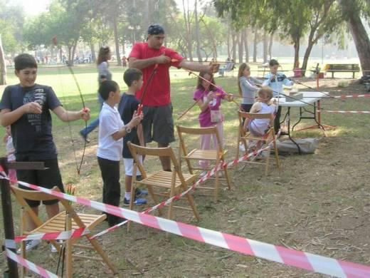 פעילות אתגרית לילדים - מטווח חץ וקשת - יום הולדת