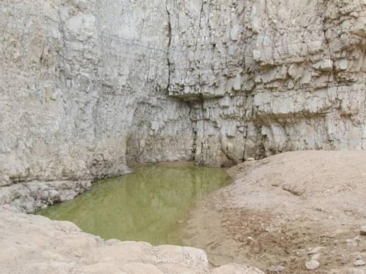 גלישת מצוקים סנפלינג בנחל קומראן עם נועם בנק