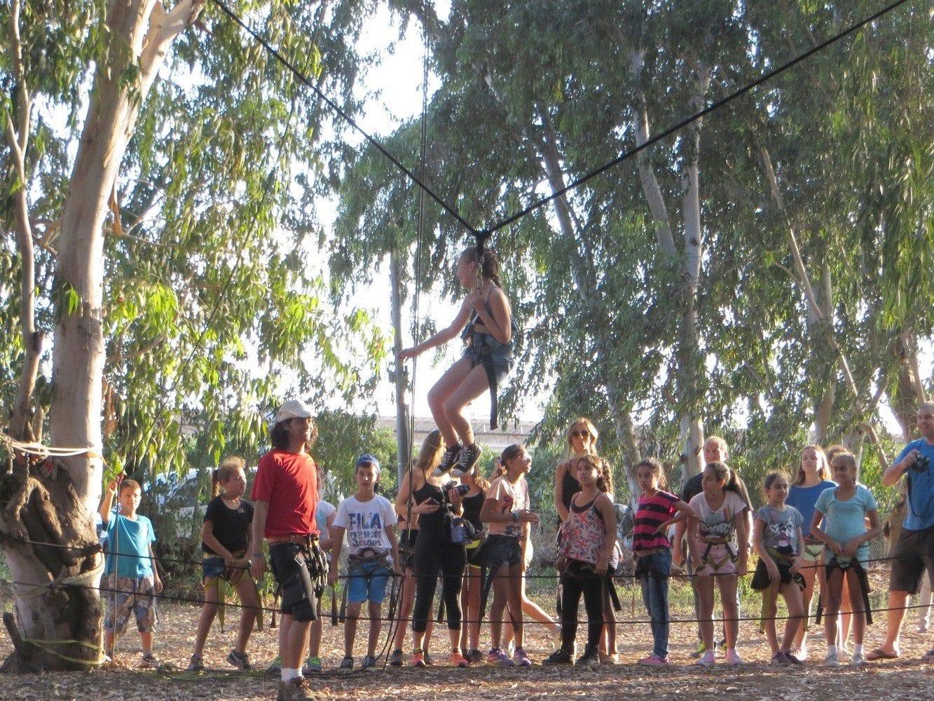 בנג'י נדנדה על חבלים - ערוצים בטבע