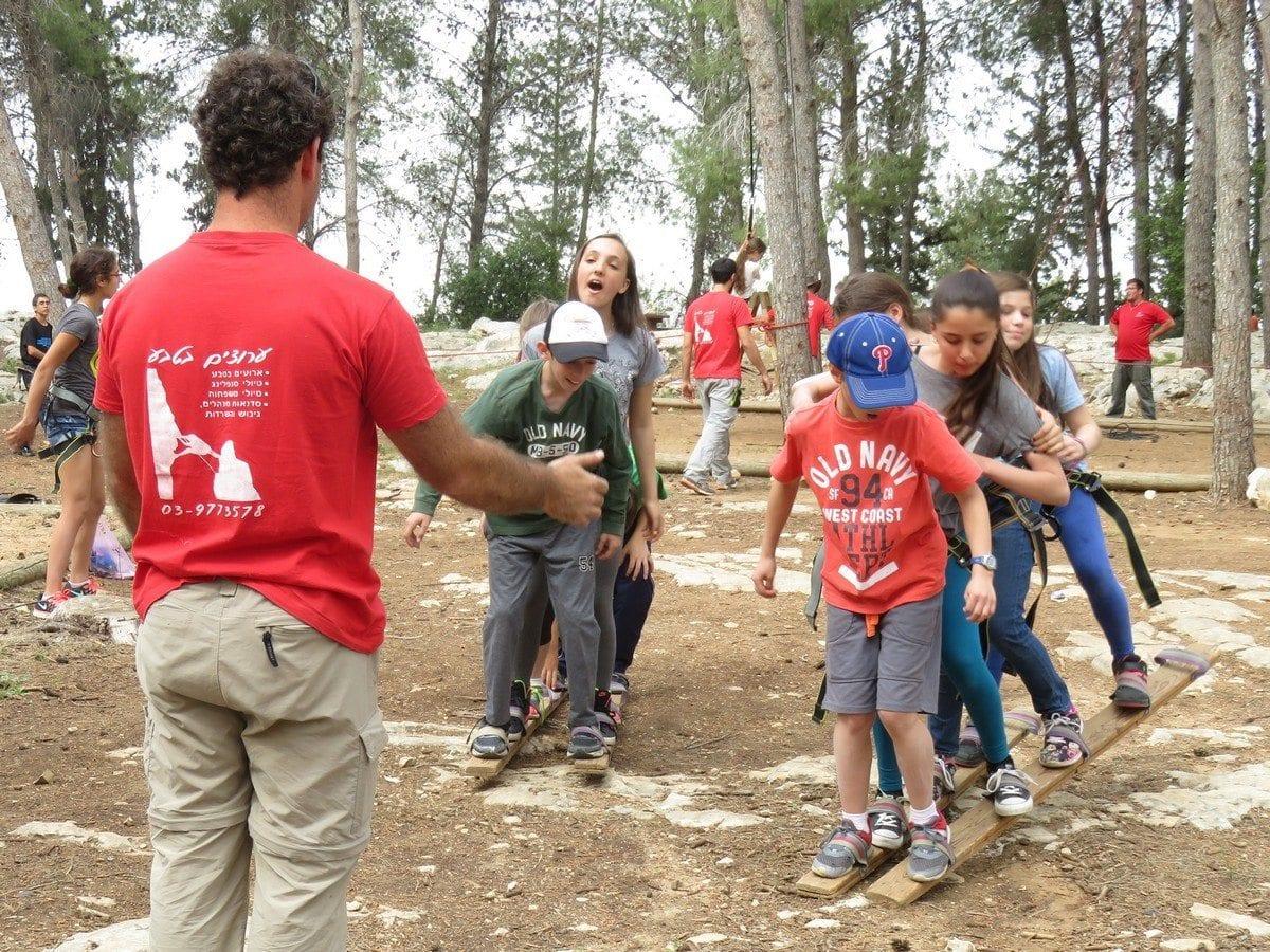 משימת סנדלי צוות יום הולדת אתגרי - ערוצים בטבע