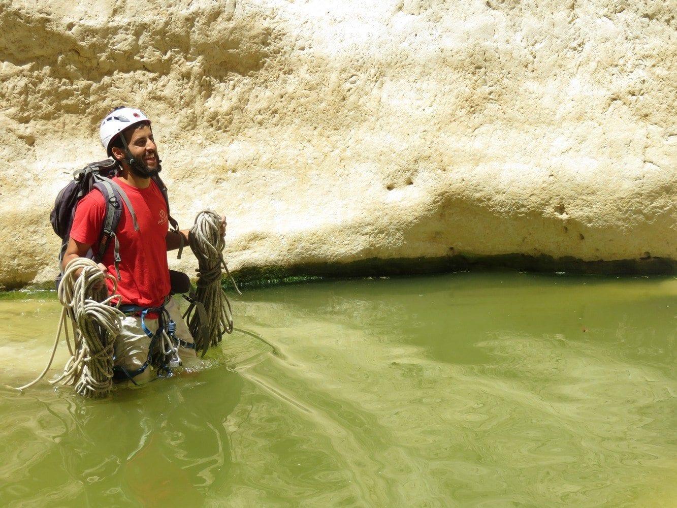 מסלולי סנפלינג ומים עם ערוצים בטבע