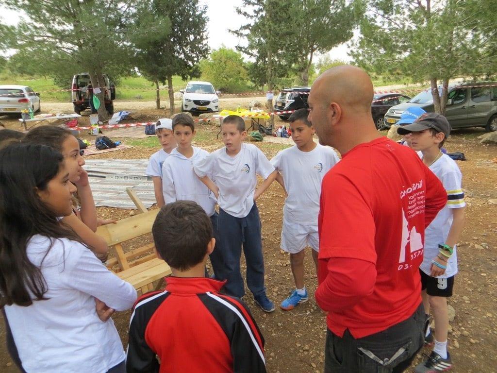 פעילות אתגר לבית ספר עם ערוצים בטבע