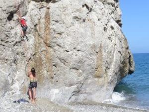 טיפוס בחוף הים - טיול בכרתים - ערוצים בטבע