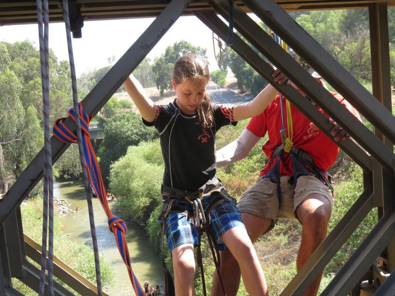 סווינג מגשר בנות יעקוב ערוצים בטבע