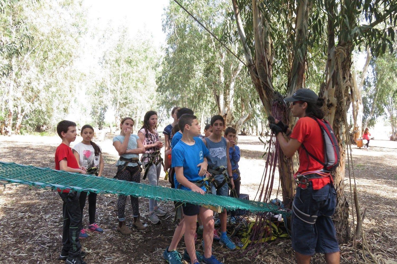 פארק חבלים יחס אישי עם ערוצים בטבע