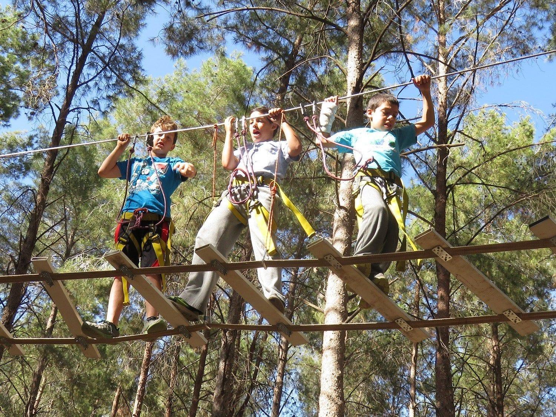 פארק חבלים מטפסים עם חברים banketgarim