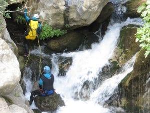 טיול קניונינג - טיול בכרתים עם ערוצים בטבע