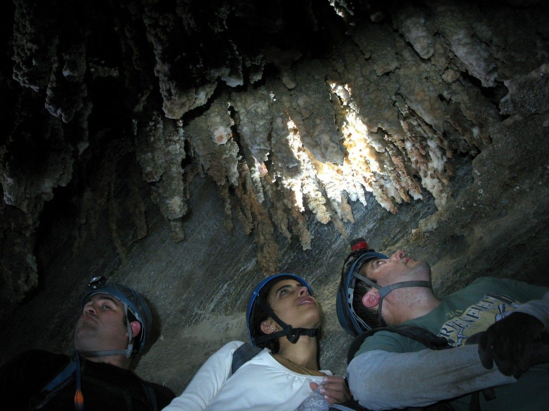 קסדות חובה! טיול סנפלינג למערת המלח קולונל עם נועם בנק