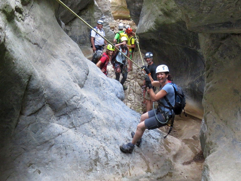 טיול סנפלינג כרתים ערוצים בטבע חוויה בלתי נשכחת