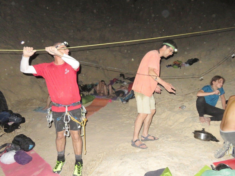 טיול סנפלינג לוואדי פייד בירדן ערוצים בטבע מתמקמים ללילה