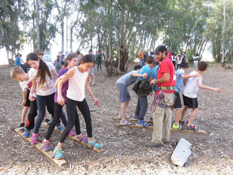 יום גיבוש לבתי ספרסנדלי צוות  ערוצים בטבע