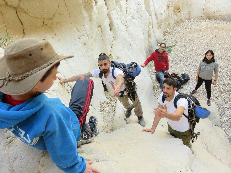 טיול סנפלינג נחל חצצון - חוויה בלתי נשכחת - ערוצים בטבע