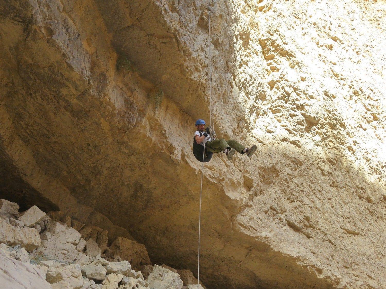 טיול סנפלינג נחל חצצון - סוף המפל הראשון- ערוצים בטבע