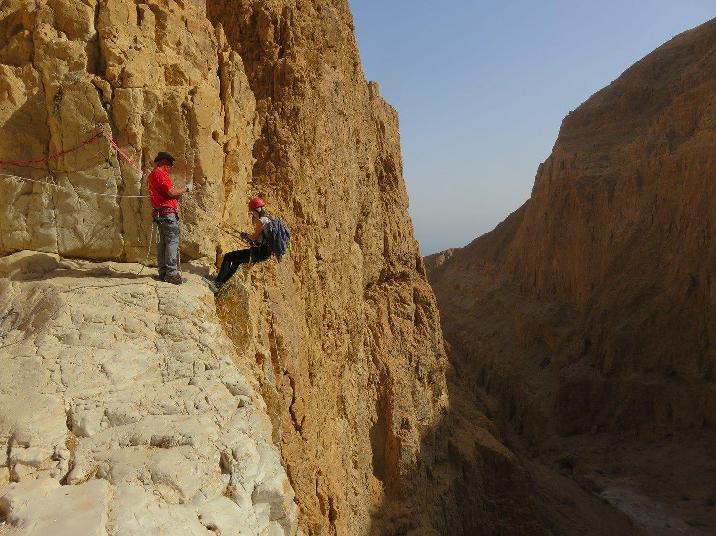 טיול סנפלינג נחל חצצון - 120 מטר - ערוצים בטבע