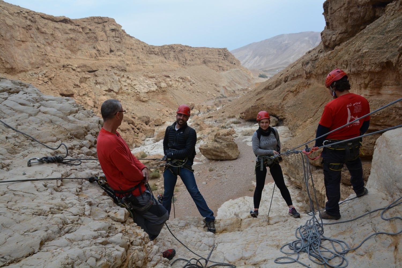 טיול סנפלינג אקסטרים בנחל חלמיש עם ערוצים בטבע