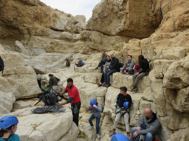 טיול סנפלינג במדבר בנחל חלמיש עם ערוצים בטבע