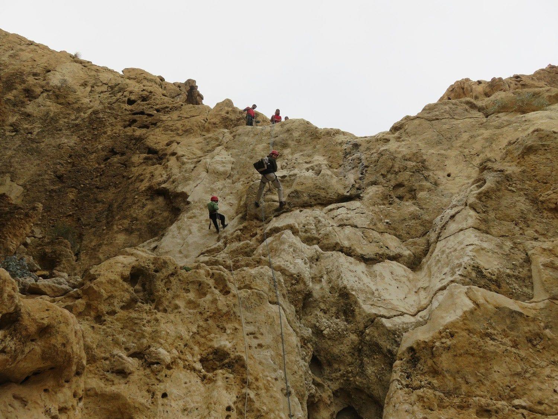 טיול סנפלינג לנחל חלמיש תחתון ערוצים בטבע