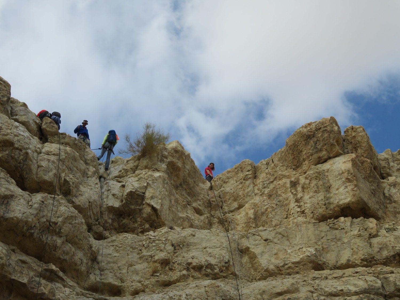 מפל ראשון בטיול סנפלינג נחל חלמיש עם ערוצים בטבע