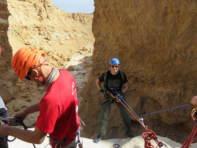 טיול סנפלינג לנחל זוהר שבמדבר יהודה בהדרכת נועם בנק