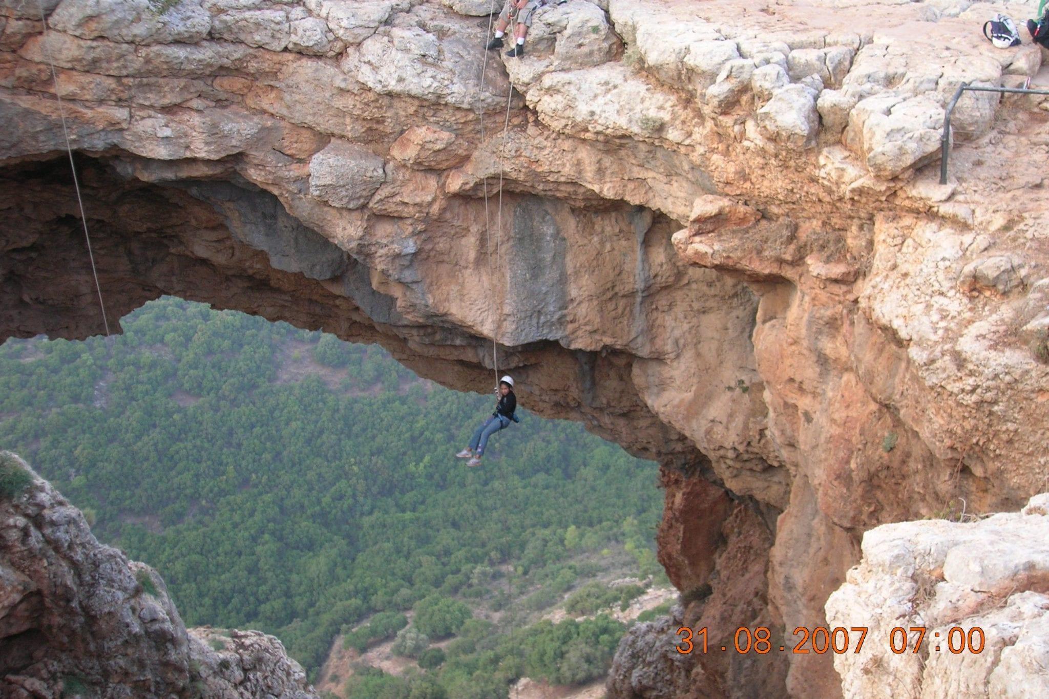 סנפלינג במערה בצפון ערוצים בטבע