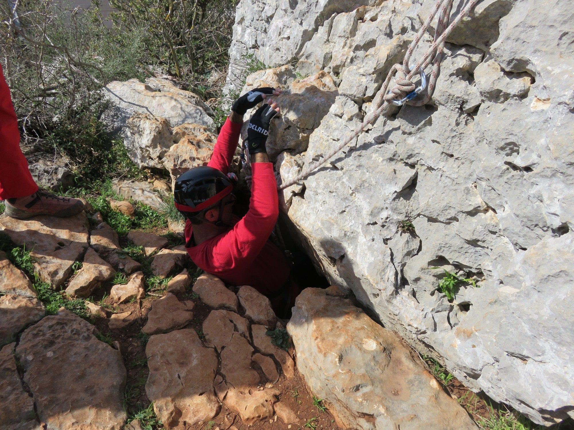 כניסת המערה - טיולי סנפלינג למערות עם ערוצים בטבע