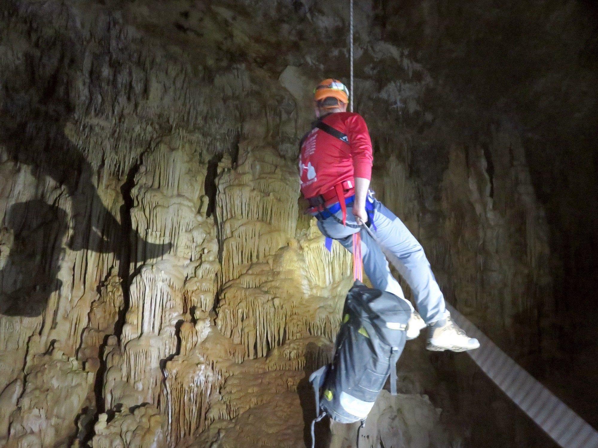 טיול סנפלינג למערה עם ערוצים בטבע