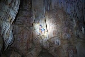 סנפלינג למערת נטיפים מדהימה - טיול מערות עם ערוצים בטבע