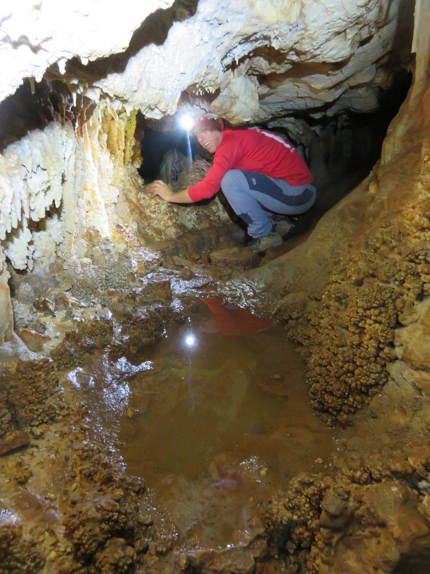 יום סנפלינג כיף במערה עם ערוצים בטבע