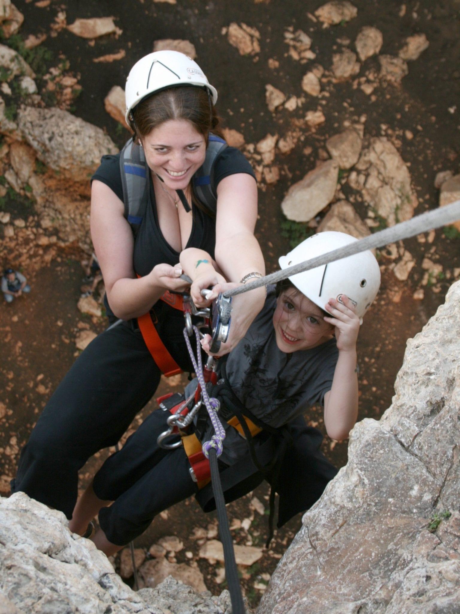 יום כיף למשפחות בצפון - סנפליג במערת קשת - ערוצים בטבע