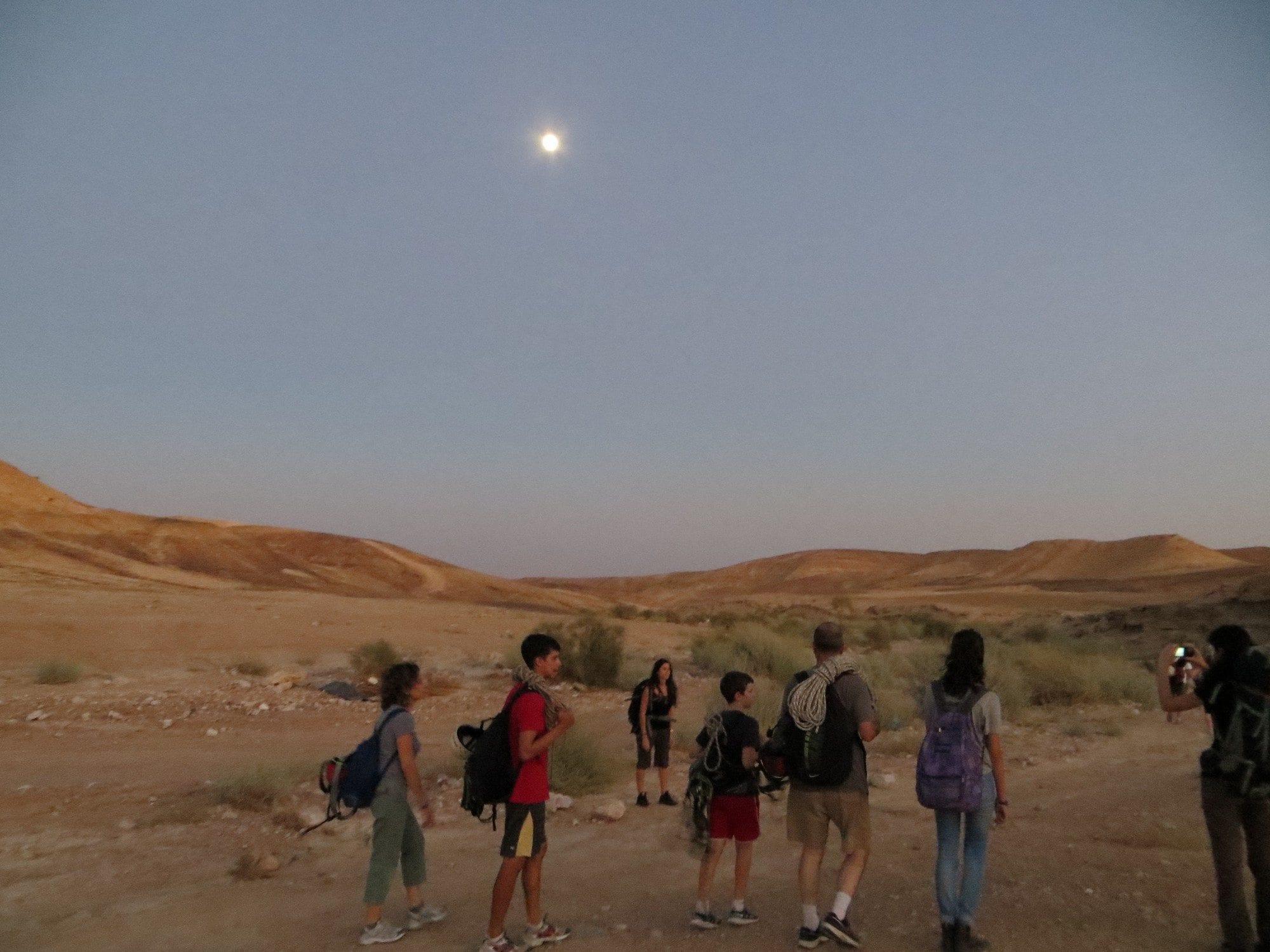 טיול ליל ירח - יוצאים לדרך
