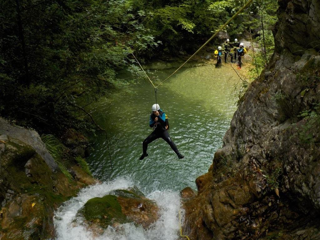 אומגה באי פליון - יוון - ערוצים בטבע