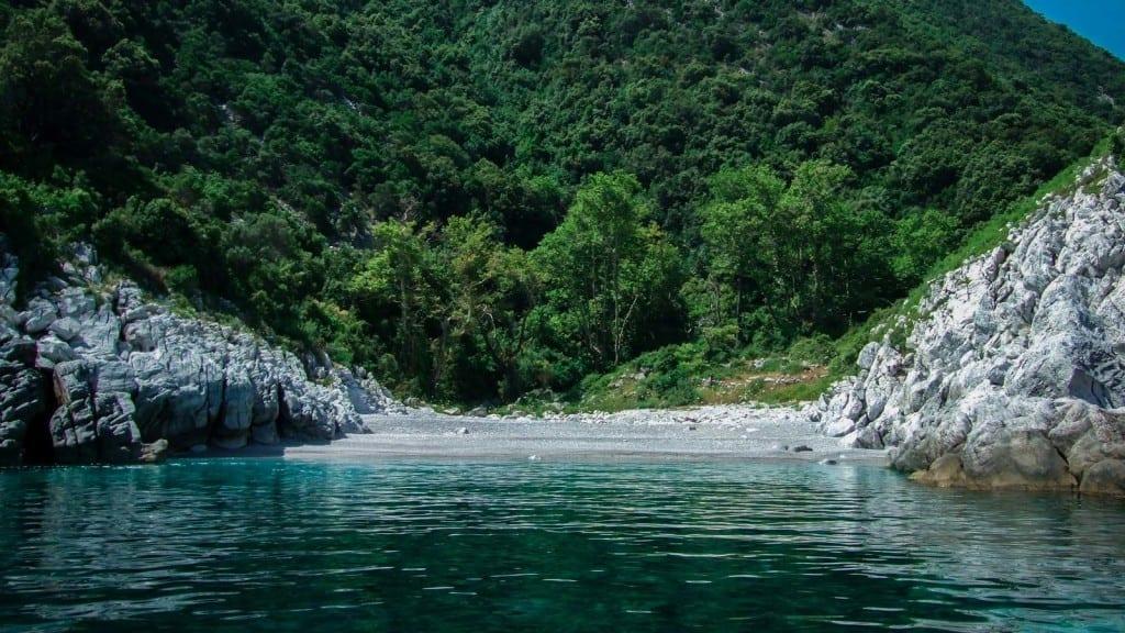ים טורקיז פליון יוון ערוצים בטבע