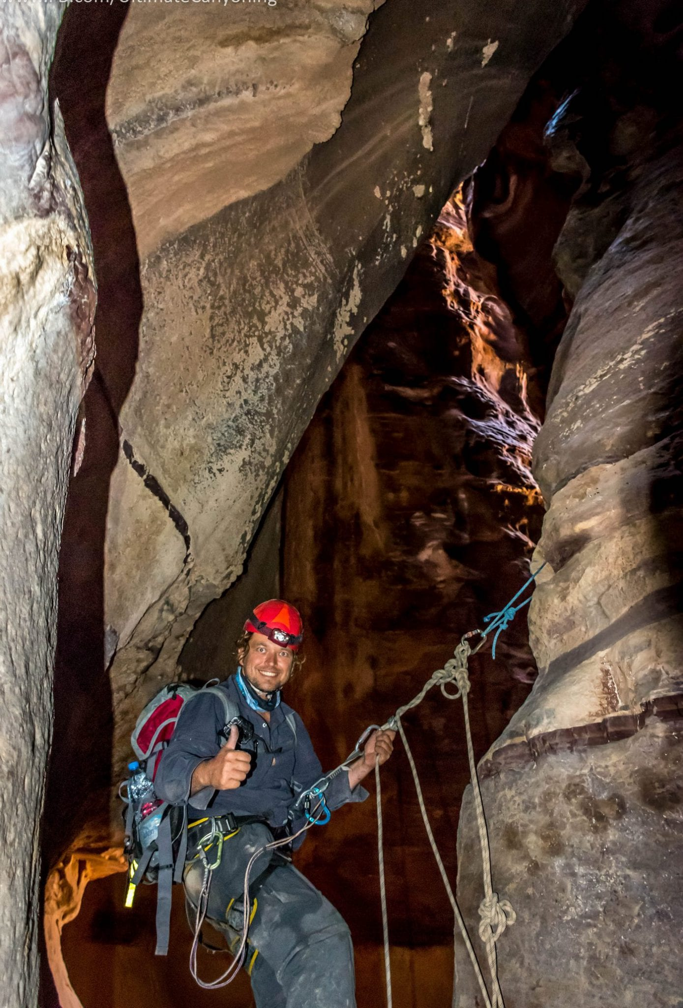 סנפלינג בקניון צר ועמוק - ירדן עם ערוצים טבע