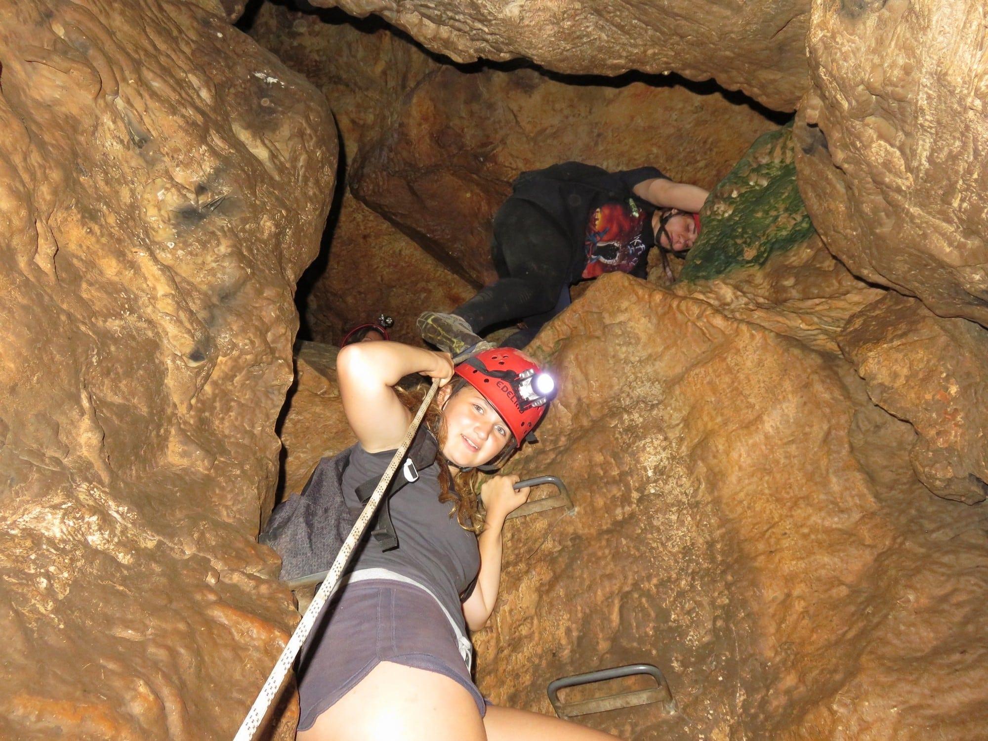עלמה - המערה היא הארוכה שבמערות הגליל - ערוצים בטבע