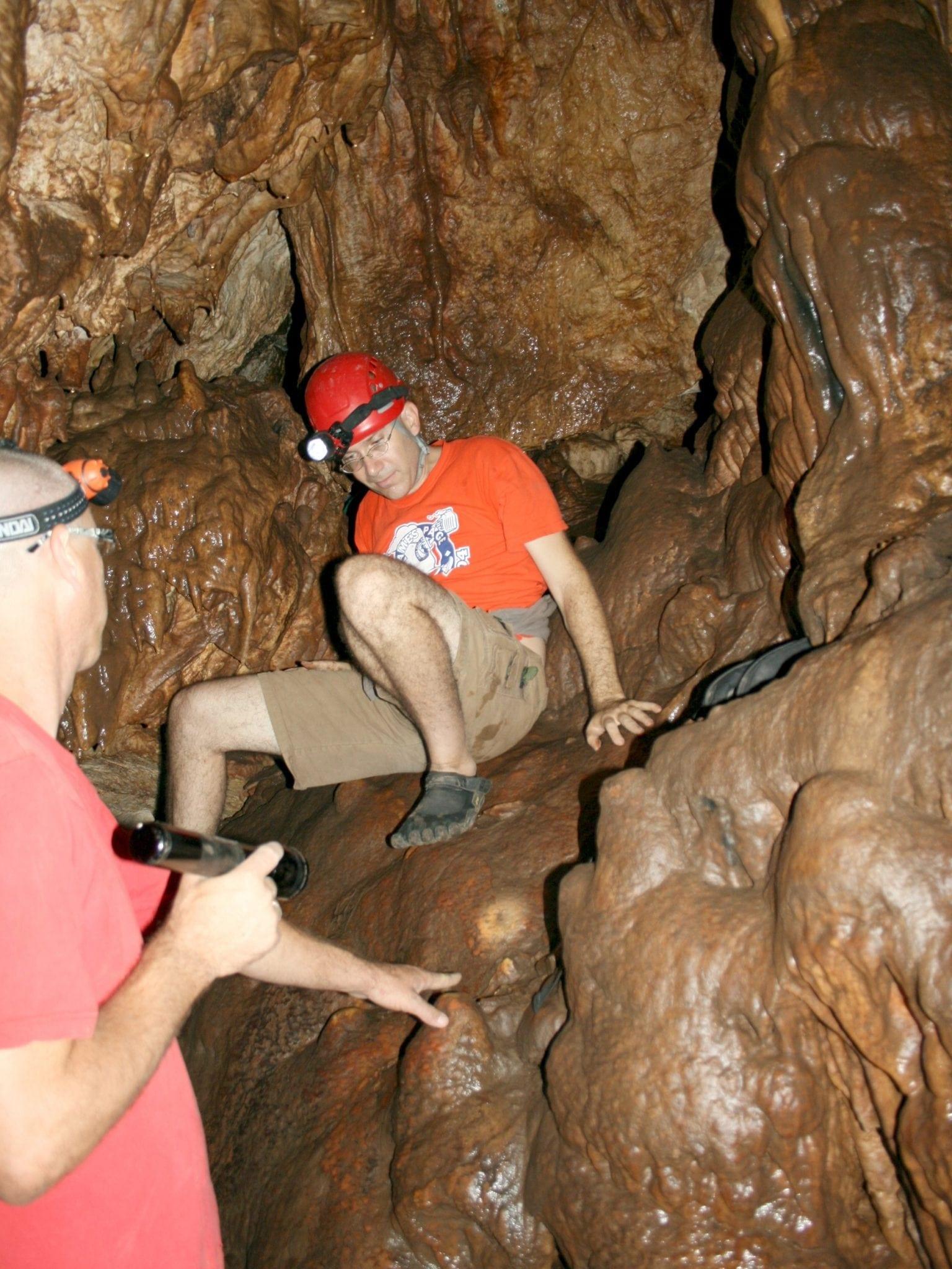 טיול במערת הנטיפים עלמה - ערוצים בטבע