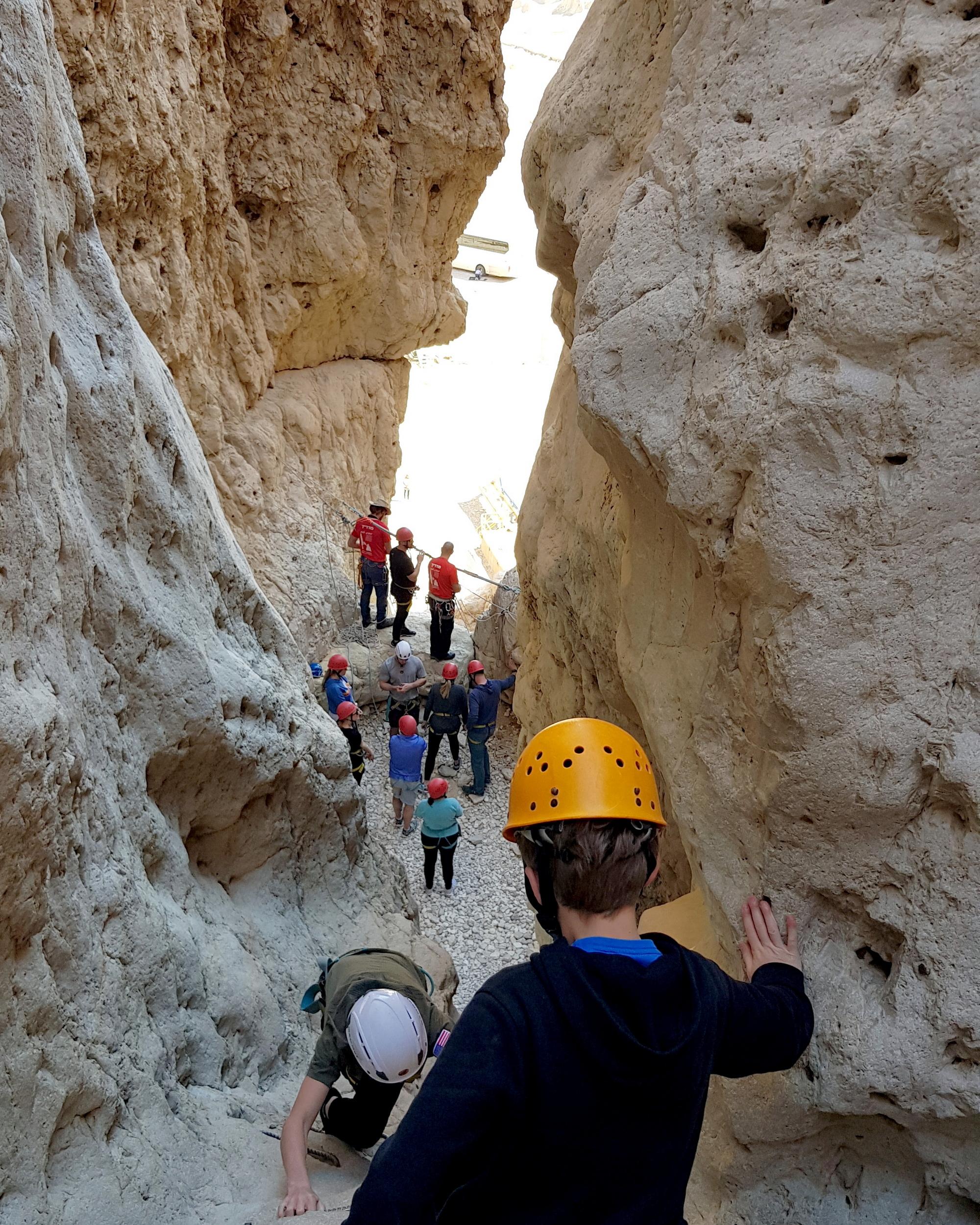 סנפלינג מסע הורים בני מצווה - נחל תמר - ערוצים בטבע